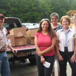Image of pantry volunteer team